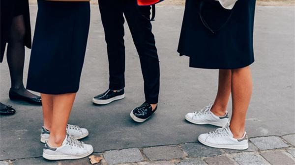 今年大热的潮流运动鞋 穿什么都好